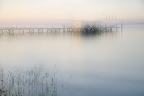 Germany, Hagnau, Lake Constance, Pier in the mornings - SMF00411