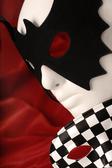 Carnival mask, close-up - 00465LR-U
