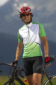Germany, Bavaria, Mittenwald, Man with mountain bike, smiling - MRF01115