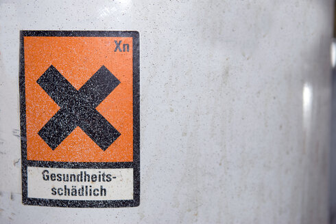 Warning sign on paint can, close-up - AWDF00214
