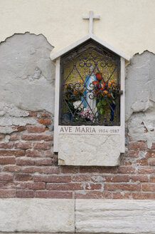 Italy, Venice, Statue of Mary on the wall of a building - AWDF00193