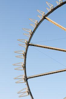 Germany, Hamburg, building the ferris wheel, close-up - AWDF00145