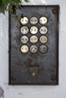 Doorbell, close-up - AWDF00115