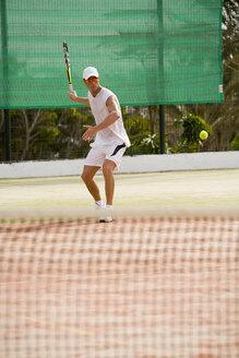 Man playing tennis - UKF00163