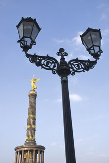 Germany, Berlin, Victory column, street lamp in foreground - PMF00684