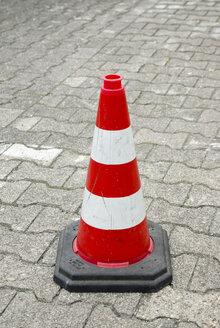 Traffic cone, close-up - MUF00681