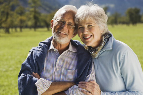 Austria, Karwendel, Ahornboden, Senior couple, smiling, portrait - WESTF10536