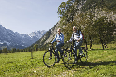 Austria, Karwendel, Senior couple biking - WESTF10530