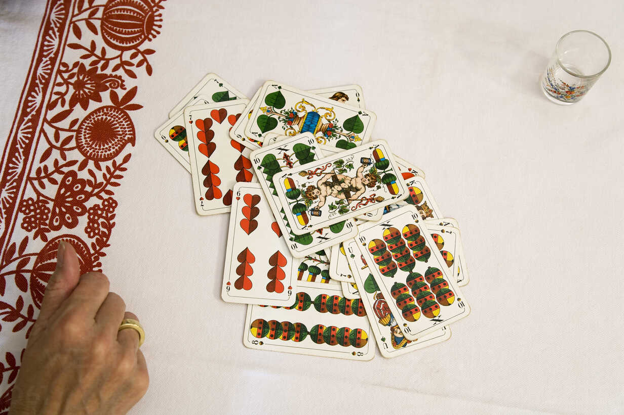 Set of playing cards, elevated view - WESTF10452 - WESTEND61/Westend61