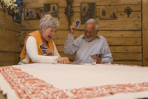 Senior couple playing cards - WESTF10449