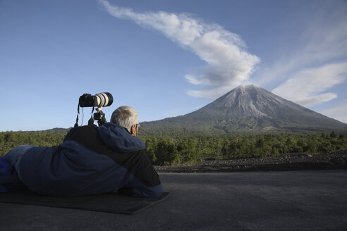 Indonesia, East Java, Semeru volcano, Ash eruption, Man in foreground - RM00333