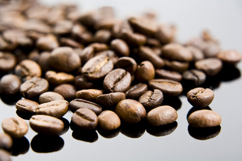 Coffee beans, close-up - MAEF01346