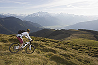Austria, Salzburger Land, Zell am See, Woman mountain biking - FFF01028