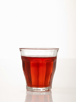 Glass of lemonade, close-up - AKF00104