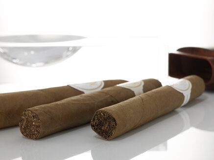 Cigars and case - AKF00074