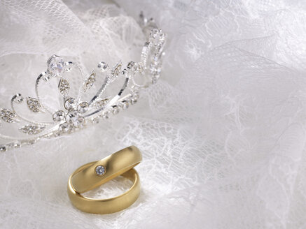 Wedding rings, white lace and crown - AKF00065
