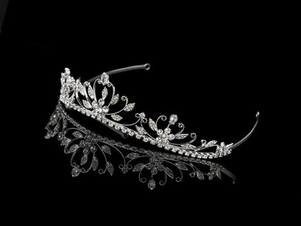 Tiara on black background - AKF00059