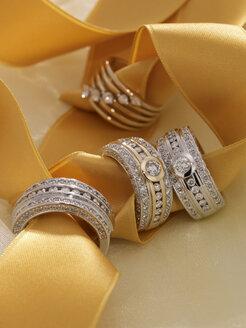 Diamond rings, close-up - AKF00020