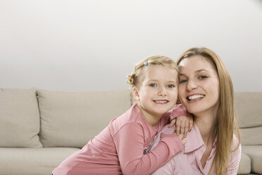 Mother and daughter (3-4), smiling - CLF00635