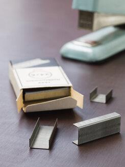Stapler and staples - JR00082