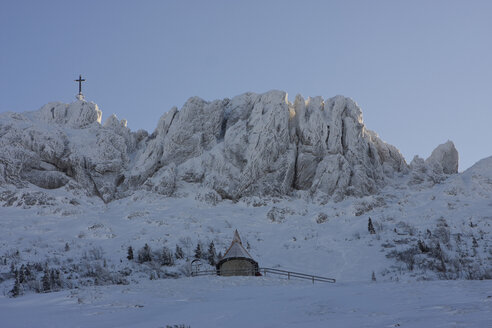 Germany, Bavaria, Kampenwand, Cross on mountain top - FFF01045