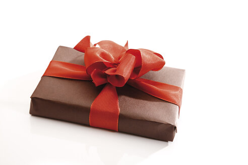 Gift parcel with red ribbon - 10582CS-U