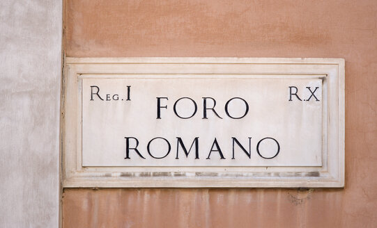 Italy, Rome, road sign on wall, Foro Romano, Roman Forum, close up - PSF00110