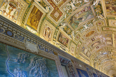 Italy, Rome, Vatican City, Museum, Gallery of maps, ceiling painting, low angle view - PS00147
