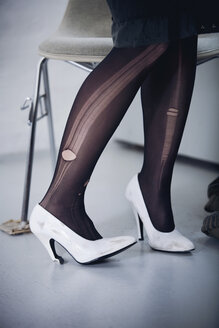 Germany, Woman wearing nylons with holes, low section - MFF00390