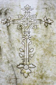 France, Alsace, Cross on gravestone - AWD00341