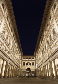 Italy, Tuscany, Florence, Uffizi Gallery, Courtyard at night - PSF00270