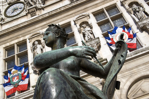France, Paris, Town Hall, statue in foreground, low angle view - PSF00183