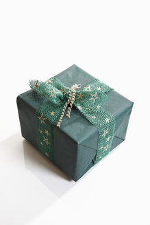 Gift wrapped with green wrapping paper, elevated view - 11140CS-U