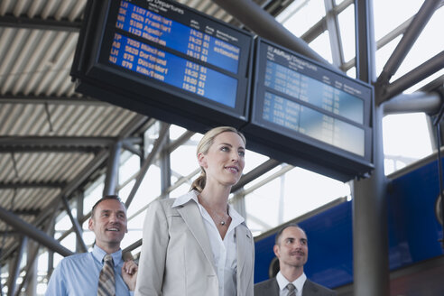 Germany, Leipzig-Halle, Airport, Business people smiling, portrait - WESTF12040