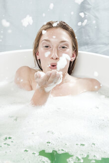 Young woman in bathtub, fooling about - WESTF12002