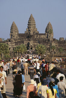 Cambodia, Siem Reap, Angkor Wat, Temple complex, tourists - PSF00300