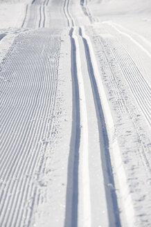 Austria, Tyrol, Seefeld, Wildmoosalm, Ski Tracks in snow, full frame - MIRF00015