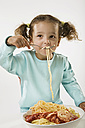 Girl (2-3) eating spaghetti - LDF00690