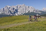 Italy, Dolomites, Couple mountainbiking - FFF01083