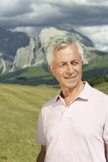 Italy, Seiseralm, Senior man smiling, portrait, close-up - WESTF13420