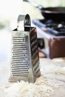 Grated cheese and grater - JRF00138