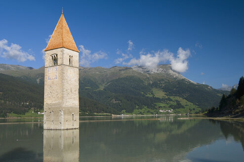 Italy, South Tyrol, Lake Reschensee with steeple - SMF00523
