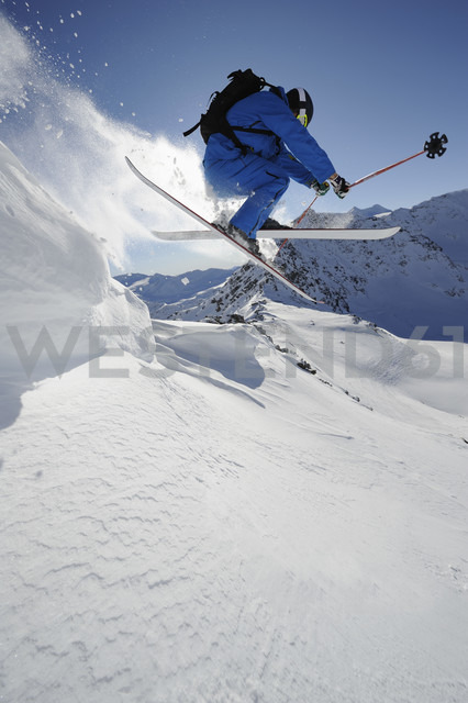 Italy, South Tyrol, Sulden, Man skiing downhill - MIRF00038