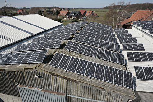 Germany, North Rhine-Westphalia, Coesfeld, Solar cells on solar plant - KSF00080