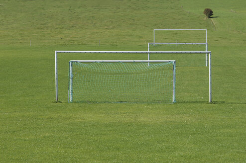 Goal posts on grass pitch. - ASF04023