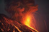 Japan, Kagoshima, Sakurajima volance erupting - RMF00421