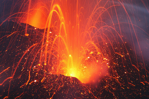 Indonesia, Java, Slamet volcano erupting - RMF00415