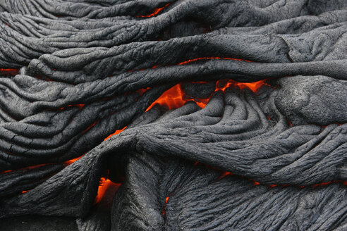 USA, Hawaii, Big Island, Pahoehoe volcano, burning lava flow, close up - RMF00388