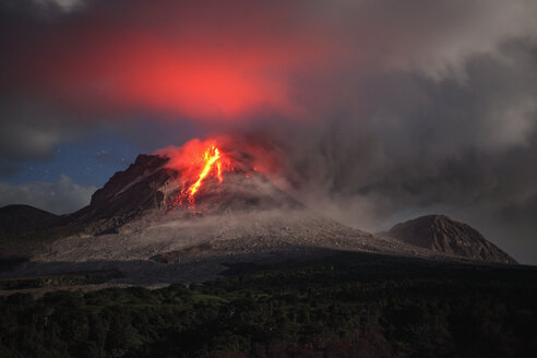 Montserrat, Caribbean, Lava flowing from soufriere hills volcano - RM00464