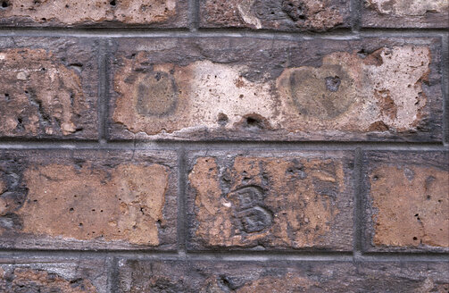 Germany, Hamburg, Background of old brick wall - THF01104